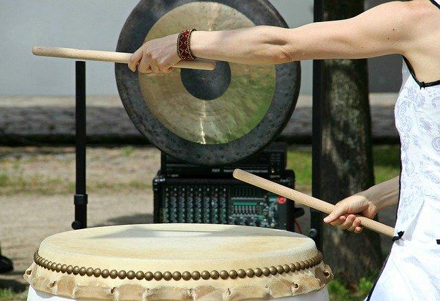 ドラムのストロークは全部で4種類!ストロークの基礎知識