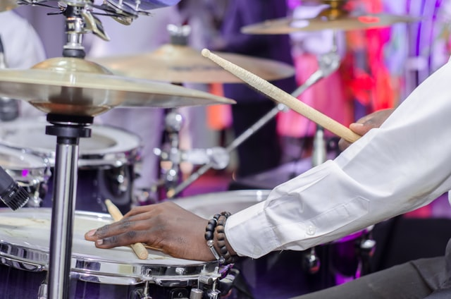 ドラムの16ビートを片手で叩くための練習方法