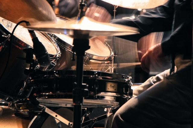 ドラムでサンバキックを練習する!参考となる譜面を紹介