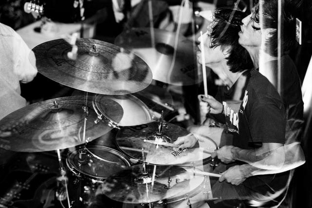 ドラムのシャッフルビートとは|難しい?簡単な練習法の紹介